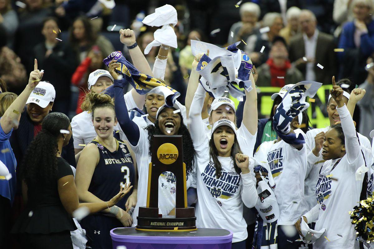 14357f7df40d Notre Dame Fighting Irish último campeón de la NCAA femenina. En primer  lugar ...